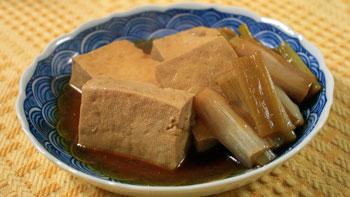 豆腐とねぎの魚風味煮込み