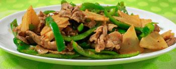 タケノコ(筍)、ピーマン、豚肉のピリ辛炒め